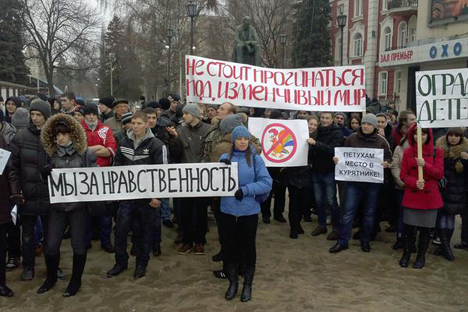 "As many as 1,500 counter-protesters demonstrated against 14 gay rights activists' protest in Voronezh. The counter-protesters' signs read: ""LGBT people prejudice our rights,""""Voronezh is not Sodom,""""We stand for morality,"" ""Mom, dad - good. Daddy, daddy - bad,"" ""Protect our children from the depravity."" Photo Credit: Article20.org. Republished with permission."