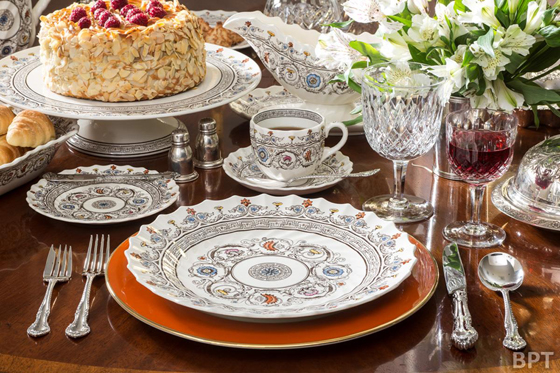 Transition your table design by mixing in fall colors.